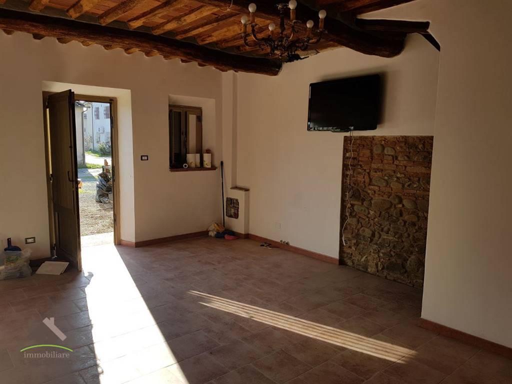 Casa di corte ristrutturata rif trtcrughi90 for Piani casa 2 camere da letto piano piano aperto