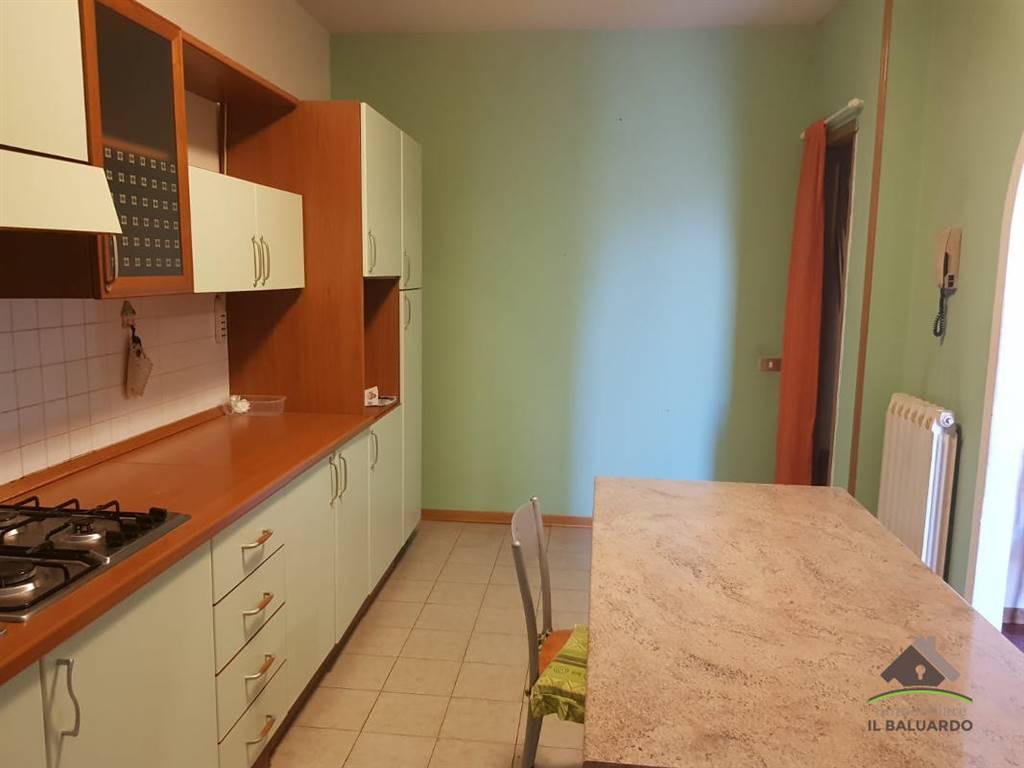Ampio appartamento con garage rif altopascio110 for Ampio garage con abitazione