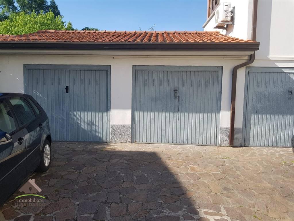 Ampio appartamento con garage rif altopascio110 for Garage con planimetrie abitative